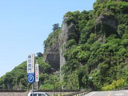 2012年豪雨後、護岸工事が行われ、  景色も変わった「青の洞門」付近