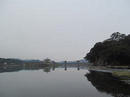 鍋屋(森家)の裏から見た三隈川と亀山公園