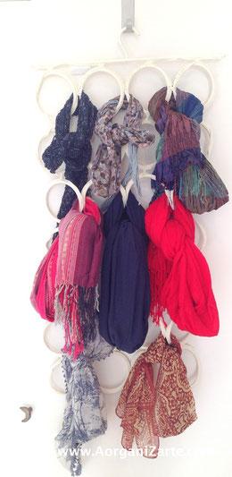 Cómo organizar pañuelos en la puerta del armario - www. AorganiZarte.com