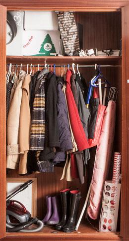 Un armario de los abrigos desorganizado te hace tardar más en salir de casa - AorganiZarte