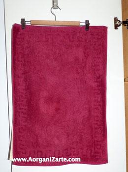 Cuelga las alfombrillas de baño en una percha y colócalo tras la puerta - AorganiZarte