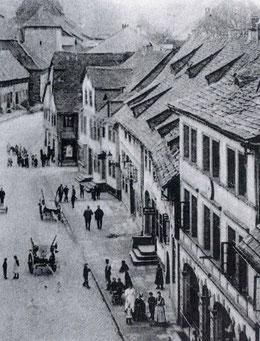 Stammsitz der Familie Frank (rechtes Gebäude) Postkartenausschnitt um 1900