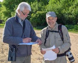 Ortwin Ruschitschka (links) und Stefan Leimbach (rechts) beim Monitoring