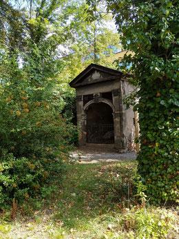 Blick zum Grabhaus Lauterbach