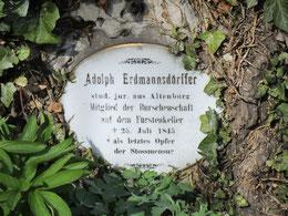 An der Kirche das Grab von Adolph Erdmannsdörffer, dem letzten Opfer einer Stoßmensur
