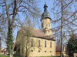 Blick auf die Kirche von Südwesten