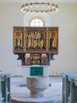 Festtagsseite des Flügelaltars mit Mondsichel-Madonna als zentrale Figur, Paulus mit Schwert und Petrus mit Schlüssel