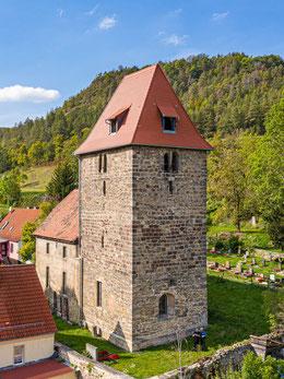 Wehrkirche von Leutra mit Umfriedung im Vordergrund