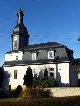 Kirche seit 2007, restaurierter Turm mit schlanker originaler Laterne