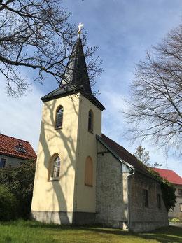 Außenaufnahme der Kirche Coppanz, Blick von Ost