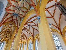 Kunstvolles Kreuzgratgewölbe, besonders auch in den Seitenschiffen
