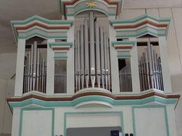 Restaurierte Tröbst-Orgel mit Zimbelstern