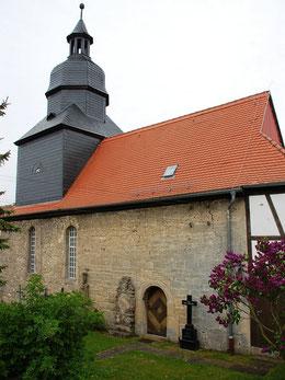Kirche Hainichen, Nordseite mit romanischem Portal