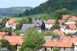 Blick von Süden auf die St. Trinitatis-Kirche, das wohl älteste Bauwerk im Gleistal