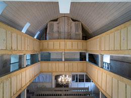 Tonnengewölbe mit Orgelprospekt