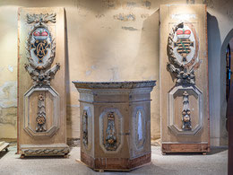 Im Turm-Erdgeschoß Teile des Kanzelaltars aus Rödigen