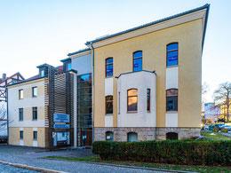 Blick von der August-Bebel-Straße auf das Gemeindehaus
