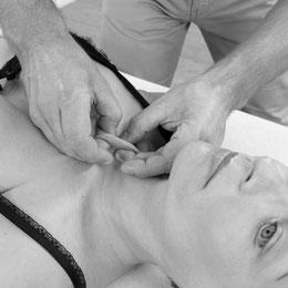 Hautfaltengriff Boeger Therapie, Kirsten Pohlmeyer, Physio & KomplementärTherapie Aarau