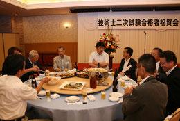 講師をされた大西町長や横山幹事を囲んで歓談