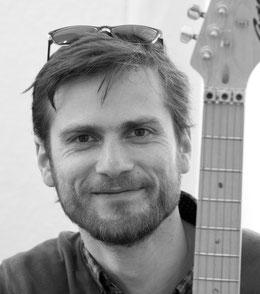 Musiklehrer Jonathan Blochwitz der  Musikschule Lüneburg