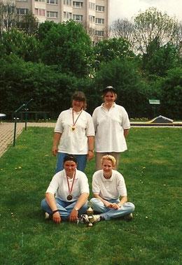 Stehend von links: Andrea Reinicke, Doreen Lorenzen, knieend: Manuela Brüger, Andrea Schwing