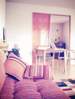 ↑蛍池の桜の町アトリエ。デザイン作業や企画およびオンラインショッピングの受注やメール作業はここで♪