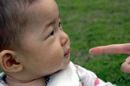 赤ちゃんの汚れも優しくふき取ります 。