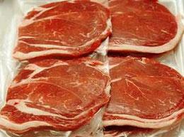 牛肉を真空パックすると、暗褐色に変色する(中は紅赤色)。これが消費者に嫌われる。ところが空気に当てるか、酸素を吹きかけると、紅赤色に変わる。まるでチアノーゼ反応みたい。 このため、パックをするときに酸素を封入する方法をやられるところもある。