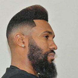 7 Coupe Homme chéveux coupé + barbe traitée. Prix : 2000 FCFA