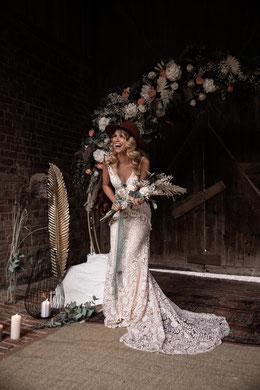 Brautkleid Gartenhochzeit Boho mit Spitze