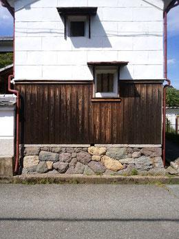 石積み・板塀・庇 チャーミングな構成です