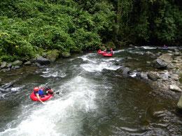 Descenso en rio en neumatico