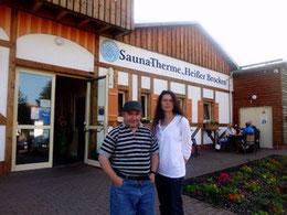 Tina und Michael 2011 vor der Therme in Altenau im September