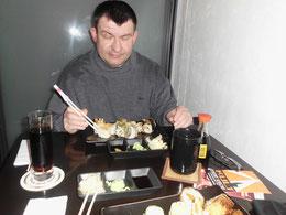 ich beim Sushi Essen