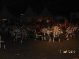 jedes Jahr Gourmetfest auf dem Hollerplatz hier 2010