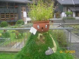 solche Figuren stehen in Altenau im Harz