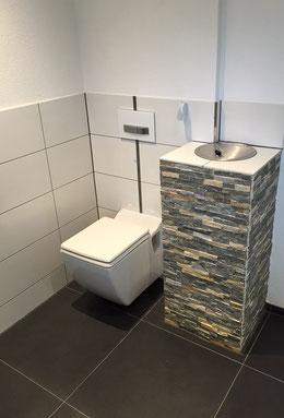 Feinsteinzeug an Wand und Boden und Verblensteine für Wäscheabwurf