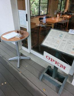 ●スタンプをお店の入口に発見!