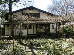 中村画伯のアトリエでもあった家で「オーブンミトン」という素敵なカフェが開いていました