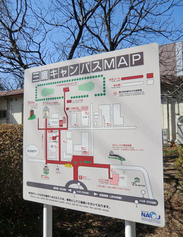 ●中に入り、少し歩くと、キャンパスMAPの看板が。見学エリアが表示されています