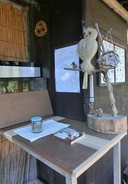 スタンプは、入口の案内所にフクロウや小鳥といっしょに置いてありました!