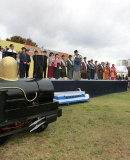 ●メーン会場の円形芝生広場では、歴史行列紹介イベントも