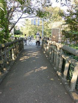 帰りは、江戸東京たてもの園の近くの出口から陣屋(じんや)橋へ