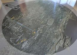 展示館の2階の床には、地域に分布している古墳MAPがありました。