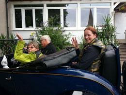 Helga, Klaus und ich hinten im Oldtimer :-) Ausfahrt beim Oldtimer Traktortreffen in Hohnsberg bei Klaus und Claudia.