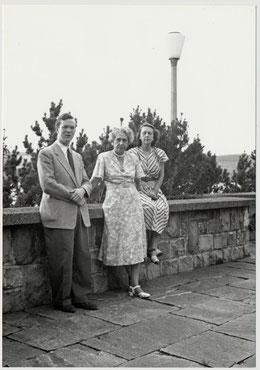 Foto: Hubert Harry, Frau Rachmaninoff und ihre Tochter Tatjana.