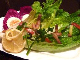 ロメインレタスと自家製パンチェッタのサラダ