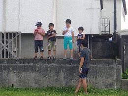 子どもたちにちょっかいかける私