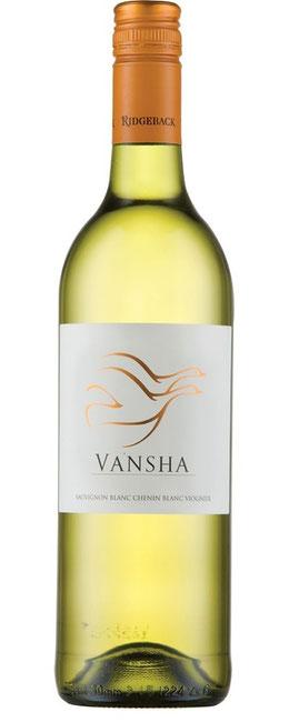 Ridgeback Vansha White  2017 Eine schöne Mischung aus dem einladenden, frischen Sauvignon Blanc und Chenin Blanc mit tropischen Noten von Ananas, Zitronenschalen und Birne mit dem würzigen Charme des Viognier. Der Geschmack nach reifen, weißem Pfirsich tr