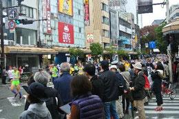 片町通りも観客がいっぱい